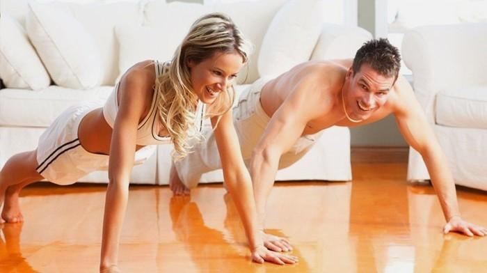 Занятия фитнесом дома видео: делаем все правильно