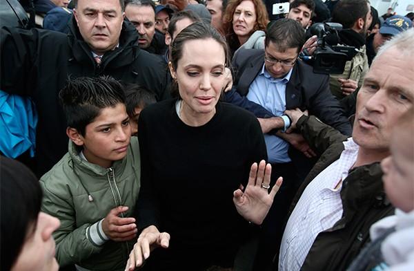 Анджелина Джоли при смерти