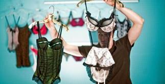 Как подарить девушке нижнее белье