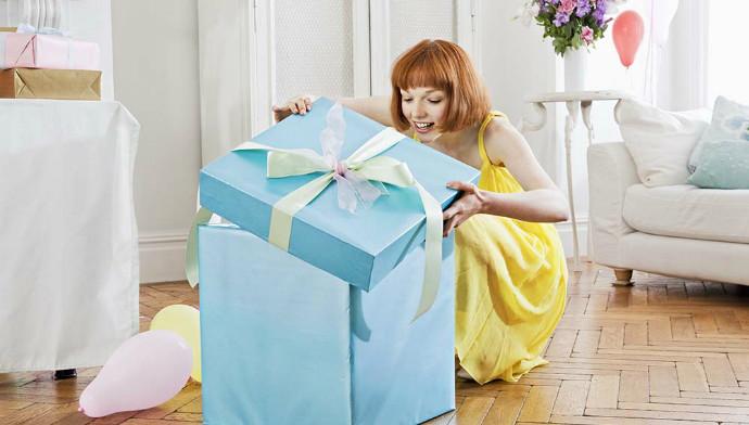 как выбирают мужчины подарок на 8 марта