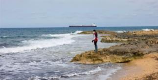 Тела 74 мигрантов выбросило на пляж в Ливии