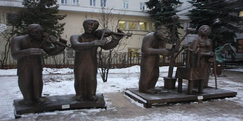 Скульптуры в Центральном Доме Архитектора