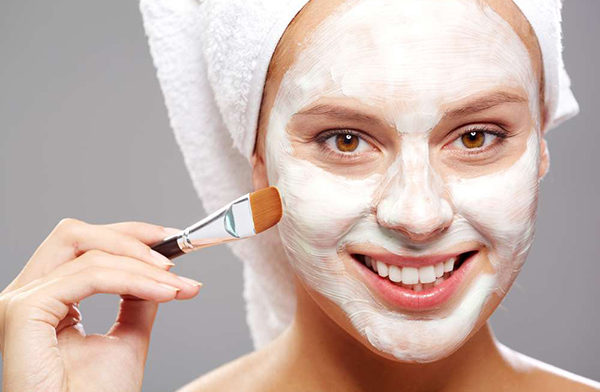 Отбеливающая маска на основе смеси перекиси водорода и творога